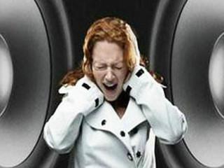 耳鸣是指病人自觉耳内鸣响,如闻蝉声,或如潮声。耳聋是指不同程度的听觉减退,甚至消失。耳鸣可伴有耳聋,耳聋亦可由耳鸣发展而来。