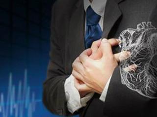 到底是运动容易诱发心梗,还是在安静的时候心梗更容易发作?我们看到很多在运动中猝死的病例,也看到过一些在凌晨突发心梗离世的故事,那到底防范心梗应该怎么做?