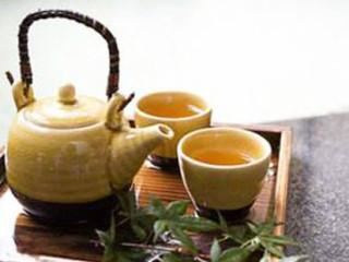 女人养颜3大任务:美白、祛斑、皱纹。恼人的黄褐斑为何找上你?喝茶能清热解毒,去秋燥。小茶方好吃又好用。