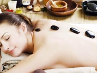 砭石疗法是中华民族几千年来与疾病作斗争中积累起来的宝贵经验,是中医保健、中医养生、中医理疗学的一项重大发明。 它的特点:具有一套以脏腑经络学说为中心的完整理论,强调整体,重视内因。