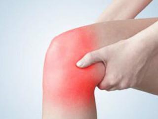 痛风是由单钠尿酸盐沉积所致的晶体相关性关节病,与嘌呤代谢紊乱和(或)尿酸排泄减少所致的高尿酸血症直接相关,特指急性特征性关节炎和慢性痛风石疾病。