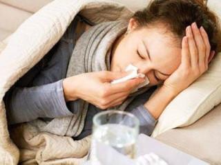 """感冒,百姓常说的""""感冒""""实际是指两种疾病,即""""普通感冒""""和""""流行性感冒"""",一般我们所说的都是普通感冒。普通感冒也称""""上呼吸道感染"""",祖国医学称;伤风。"""