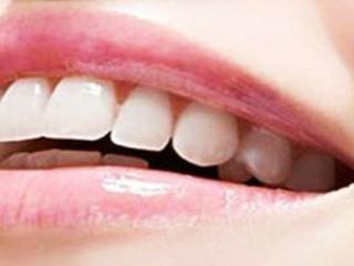 牙齿是一种在很多脊椎动物上存在的结构,一般而言,牙齿呈白色,质地坚硬。牙齿的各种形状适用于各种用途,包括撕裂、磨碎食物。