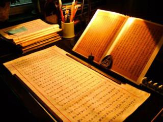 """《难经》原名《皇帝八十一难经》,又称《八十一难》,是中医现存较早的经典著作。《难经》之""""难""""字,有""""问难""""或""""疑难""""之义。全书共八十一难,采用问答方式,探讨和论述了中医的一些理论问题"""
