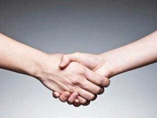 """中医讲手上有六条经脉通过,也是六条经脉的终点和始点,按着全息理论手能反映一个人的健康状况和性格,也就是我们说的""""窥一斑而知全豹"""",我们在社交活动中,握手是极其平常的事情"""