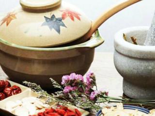 中药汤剂是最为常用的一种制剂形式,汤剂质量的优劣直接关系到临床的治疗效果,因此我们必须掌握中药汤剂的正确煎煮方法,从而最大限度发挥其治疗效果。