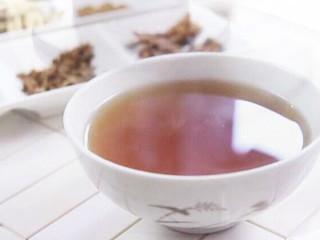 六花茶其中包括金银花,葛花,木棉花,灯芯草,鸡蛋花,野菊花。