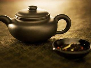 一子三叶茶既是中医的从体内调和又有西方的科学调配。一籽三叶茶可以清除机体的自由基,有益于体内的五脏六腑,既补健脾,又有化.痰祛湿的功能。