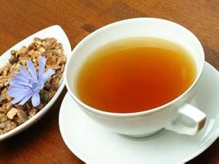 药茶是在茶叶中添加食物或药物制作而成的具一定疗效的特殊的液体饮料。