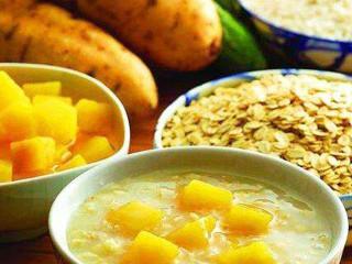 营养学界认为,胆固醇是人体内可以通过其他物质合成的类脂,并非一定要借助食物中的胆固醇摄入。